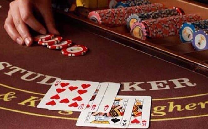 スタッドポーカー 他のポーカーとの違い
