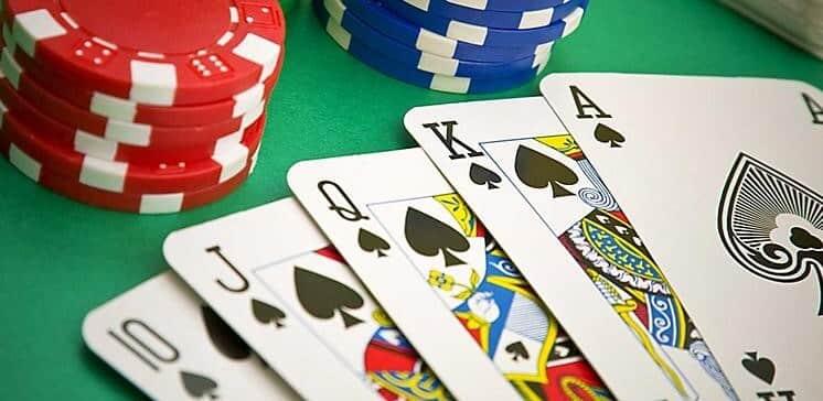 スタッドポーカーのゲームの流れ